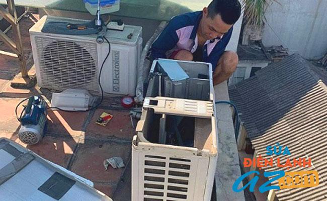 Thợ nạp gas điều hòa tại Đống Đa